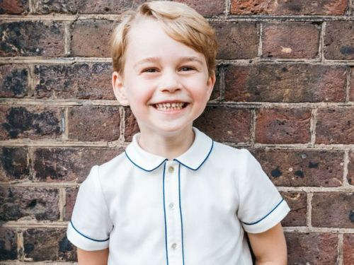 PHOTOS. Prince George:  son fashion faux pas sur son portrait d'anniversaire