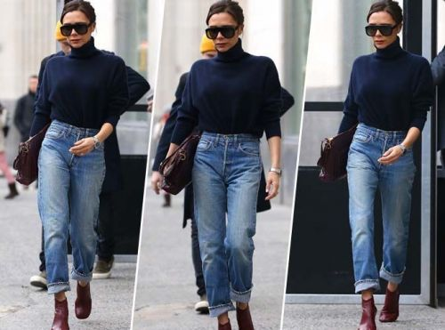 Victoria Beckham:  Pull col roulé, mom jean et bottines rouges. On adore !