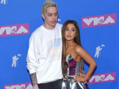 Pete Davidson menace de se suicider sur Instagram, son ex-fiancée Ariana Grande vole à son secours