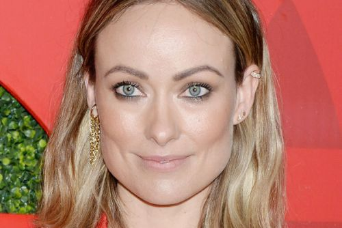 PHOTOS. Olivia Wilde foule le tapis rouge en soutien-gorge à la soirée GQ Men of the Year