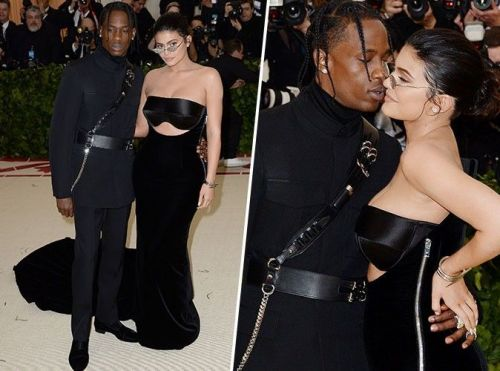 MET GALA 2018:  Kylie Jenner et Travis Scott:  Jeunes parents in love sur le tapis rouge