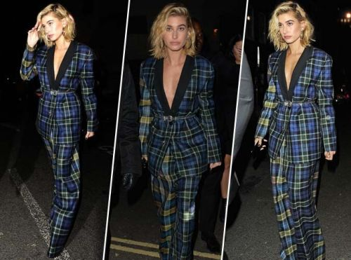 Hailey Baldwin:  Tailleur à carreaux et sandales à talons:  on copie son look boyish sexy