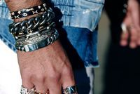 "Mad Lords lance les ""Mad Bangles"", une collection de joncs très symbolique"