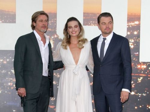 "PHOTOS. Leonardo DiCaprio, Brad Pitt et Margot Robbie:  un trio flamboyant à la Première de ""Once Upon a Time. in Hollywood"""