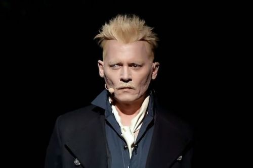 PHOTOS. Le nouveau look de Johnny Depp va vous faire flipper mais