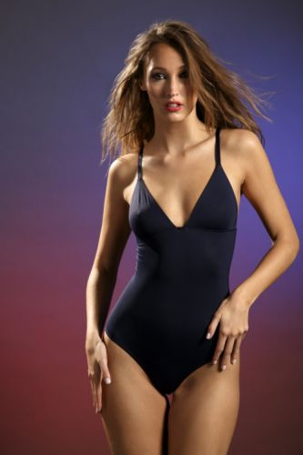 This week, the Piel collection in azul noche in