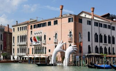 Premonitory Art Installation in Venice by Lorenzo Quinn