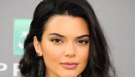 Après Kim Kardashian, Kendall Jenner en robe transparente & string à la New York Fashion Week