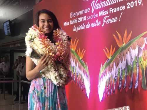 PHOTOS. Vaimalama Chaves, Miss France 2019, accueillie comme une star à Tahiti