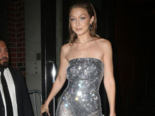 PHOTOS. Gigi Hadid, scintillante et toute en transparence lors de la Fashion Week de New York
