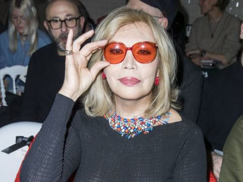 PHOTOS. Amanda Lear toute en transparence à la Fashion Week