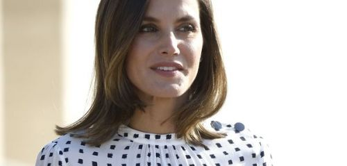 PHOTOS. Attention au vent ! Petit incident de robe pour Letizia d'Espagne