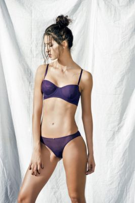 The Malla strapless underwire with double layer tulle and single