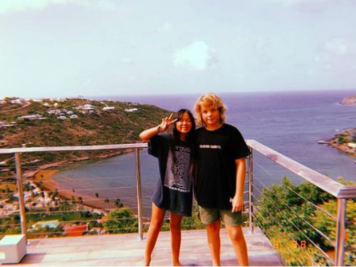 PHOTOS. Roman, le fils de Marc Lavoine, s'éclate à Saint-Barth avec Joy Hallyday