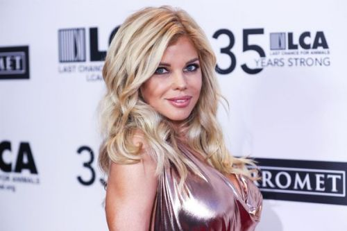 Donna D'Errico :  son shooting super sexy pour la bonne cause