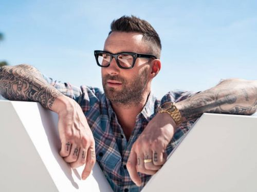 PHOTOS. Adam Levine, le leader de Maroon 5, a 40 ans:  ses photos les plus sexy