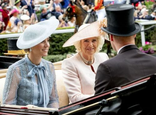 PHOTOS. Kate Middleton surprend dans une sublime robe Eli Saab au Royal Ascot