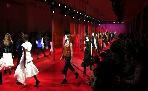 Fashion Week: Phillip Lim délaisse le romantisme et se lâche