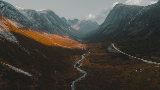 Hazy and Striking Sceneries by Chris Henry