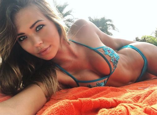 Bikini-selfies:Such beautiful eyes