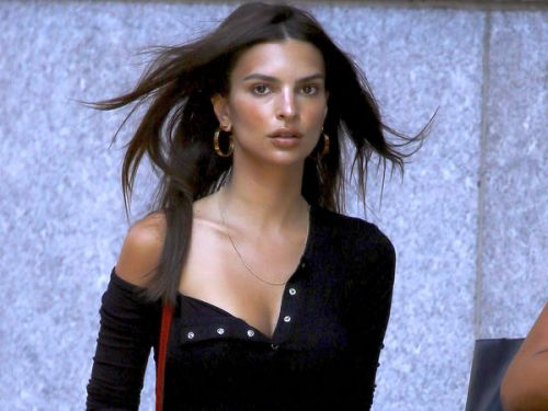 PHOTOS. Emily Ratajkowski, splendide dans les rues de New York