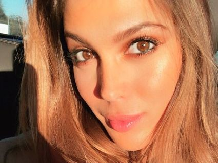 PHOTOS. Miss France 2019 : les raisons de l'absence d'Iris Mittenaere le soir de l'élection