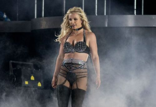 PHOTOS. L'incroyable costume de scène ultra-sexy de Britney Spears