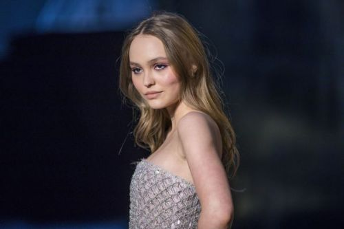 PHOTO. Lily-Rose Depp pose topless et au naturel pour Vogue Russia