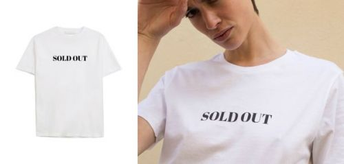 Le t-shirt sold-out à porter avec un tailleur pantalon