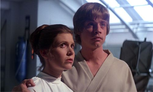 Star Wars: Mark Hamill rend hommage à Carrie Fisher pour Thanksgiving