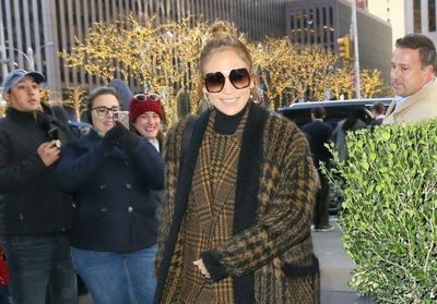 Jennifer Lopez:  son total look en layering est canon
