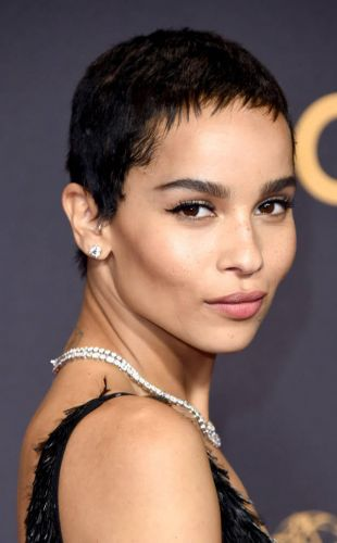 Sculpter son visage au naturel comme Zoë Kravitz aux Emmy Awards, en 5 étapes