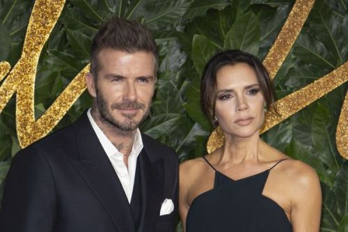 PHOTOS. Rare apparition sur le tapis rouge pour Victoria et David Beckham lors des British Fashion Awards