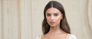3 highlighters canons pour sublimer sa peau