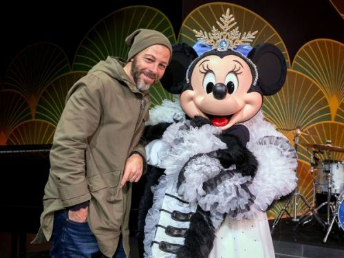 PHOTOS. Laetitia Milot, Christophe Maé, Teddy Riner. Les people fêtent Noël à Disneyland